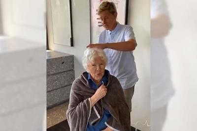 Ellen DeGeneres cuts moms hair for 90th birthday #90568