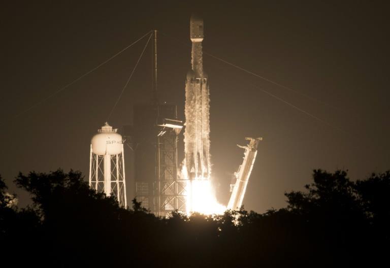 Rocketman (and woman): Elon and Gwynne, the pair who made SpaceX - MENAFN.COM