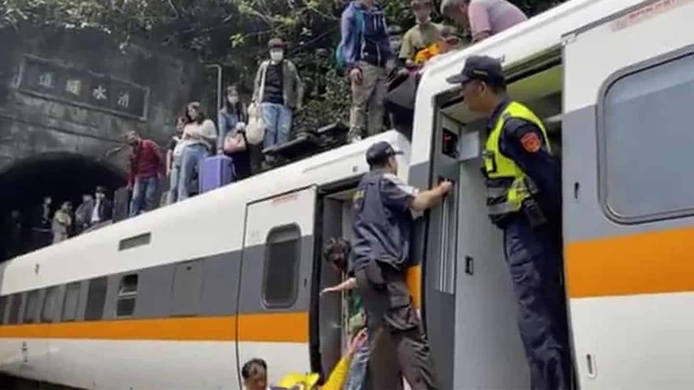 Die, Scores Injured as Train Derails Inside Tunnel in Taiwan