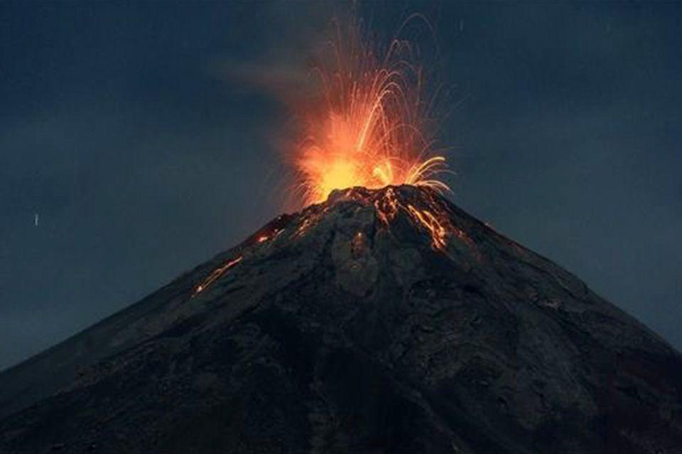 Canaries volcano streams slow down, homes destroyed, thousan...